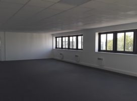 location Bureaux 125.2m² BOUGUENAIS 44